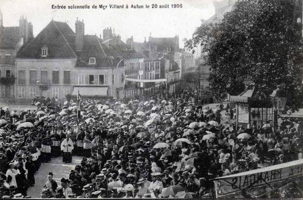 Place du Champ de Mars -  Entrée solennelle de Mgr Villard à Autun le 20 août 1906 - 6 CPA.