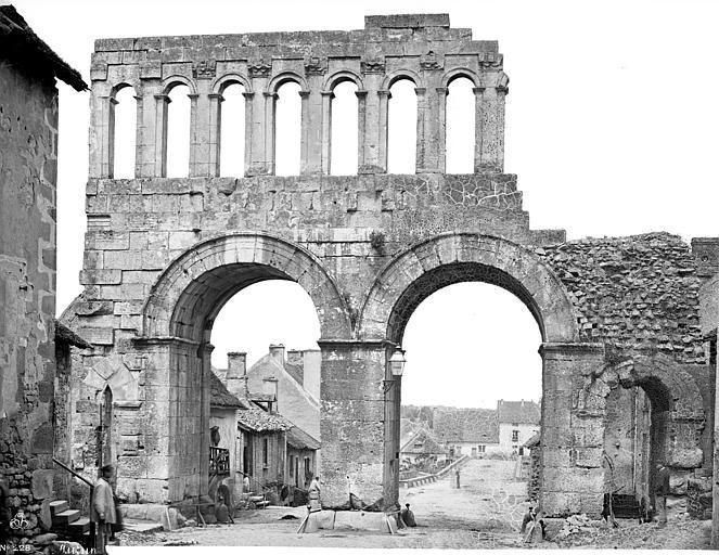 La Porte d'Arroux - 71400 Autun.