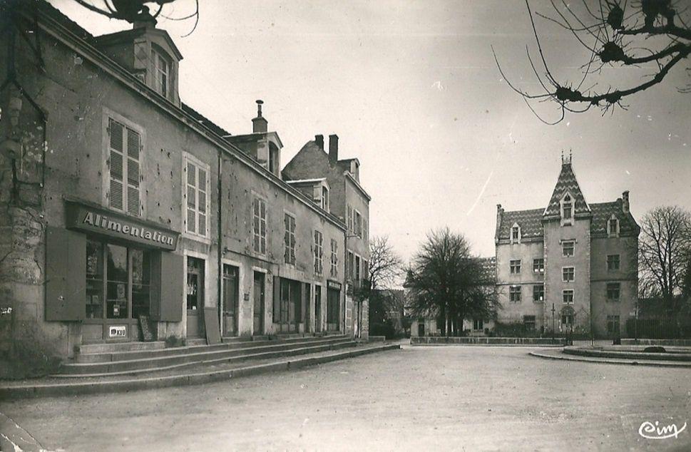 Meursault - Place de l'Hôtel de Ville, l'Hôtel de Ville - Meursault.