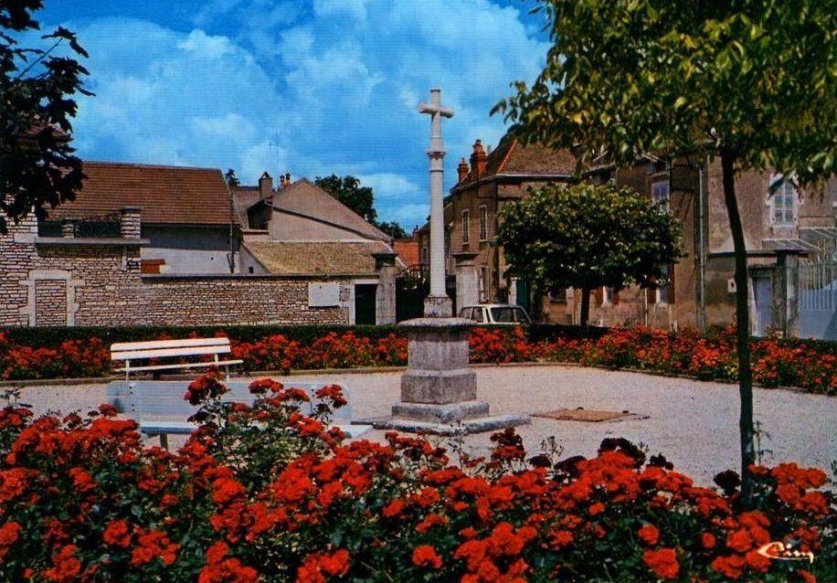 Meursault - Place de la République, le Monument aux Morts, Place du Murger, Rue de la Gare, Rue de l'église, Rue de l'Hôtel de Ville, Rue de Martray, Hameau de l'Hôpital et divers - Meursault.