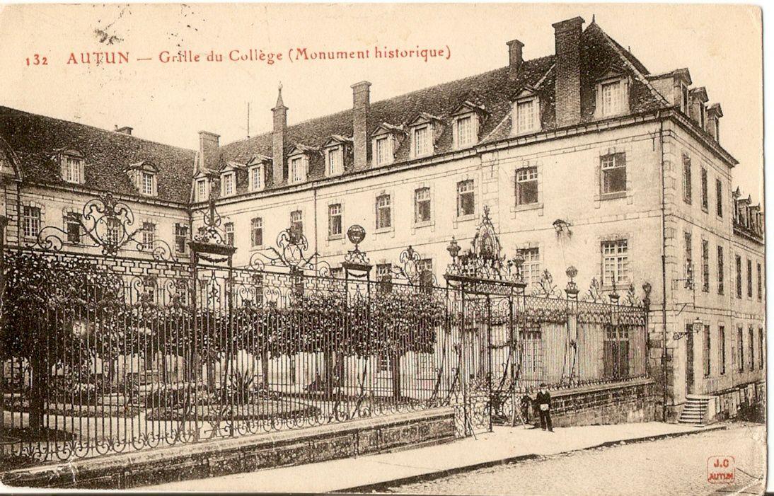 Lycée Bonaparte, place du Champ de Mars - 71400 Autun.