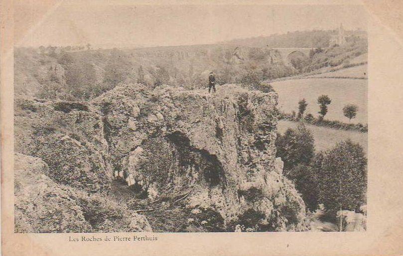 Pierre-Perthuis - La Roche Percée, Roches de Gingon - Pierre-Perthuis.
