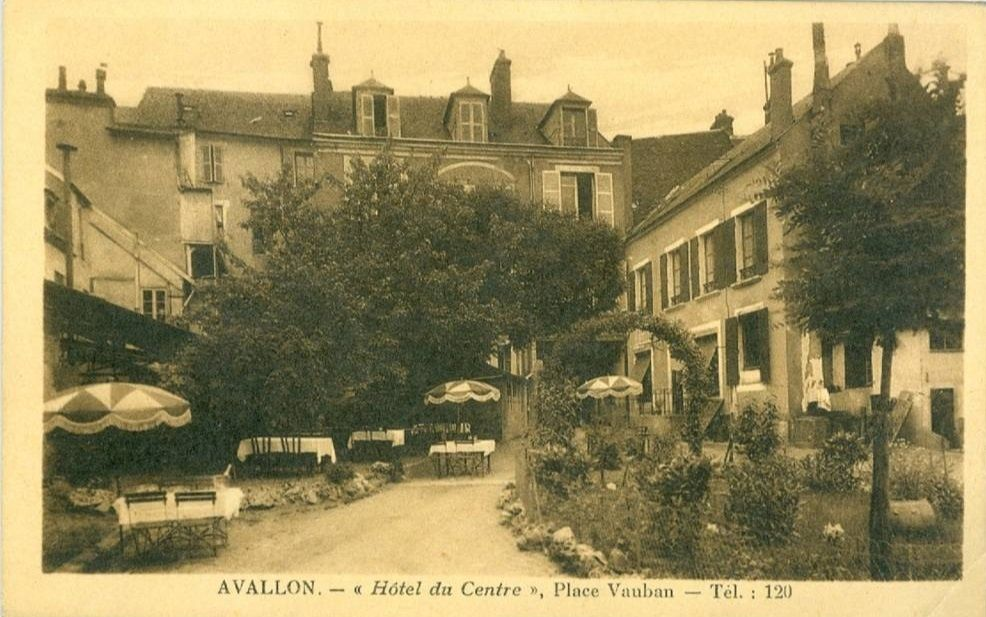 Avallon - La Place Vauban - Avallon.