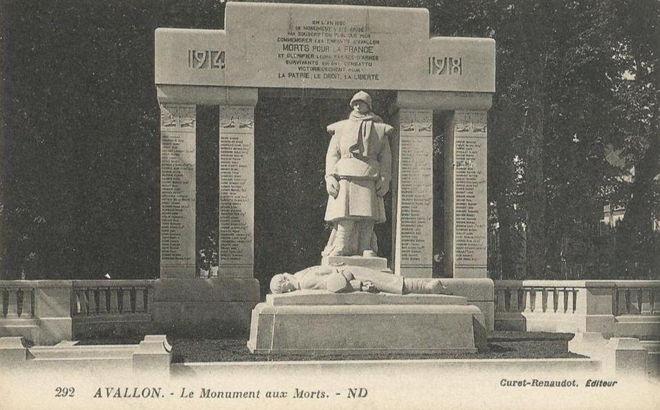 Avallon - Monument aux Morts, la Promenade des Capucins, le théâtre - Avallon.