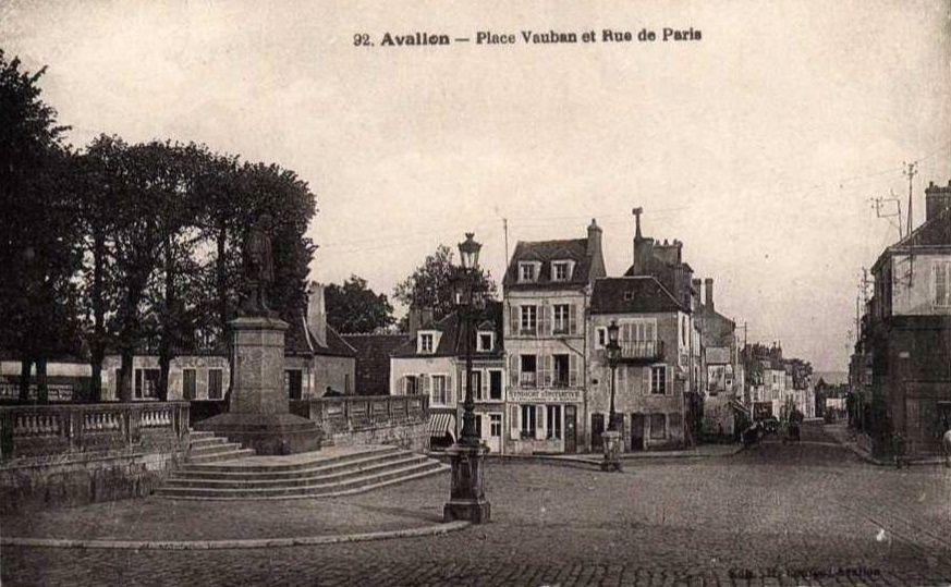 Avallon - Rue de Paris, Hôtel de Paris, Café de la rue de Paris - Avallon.