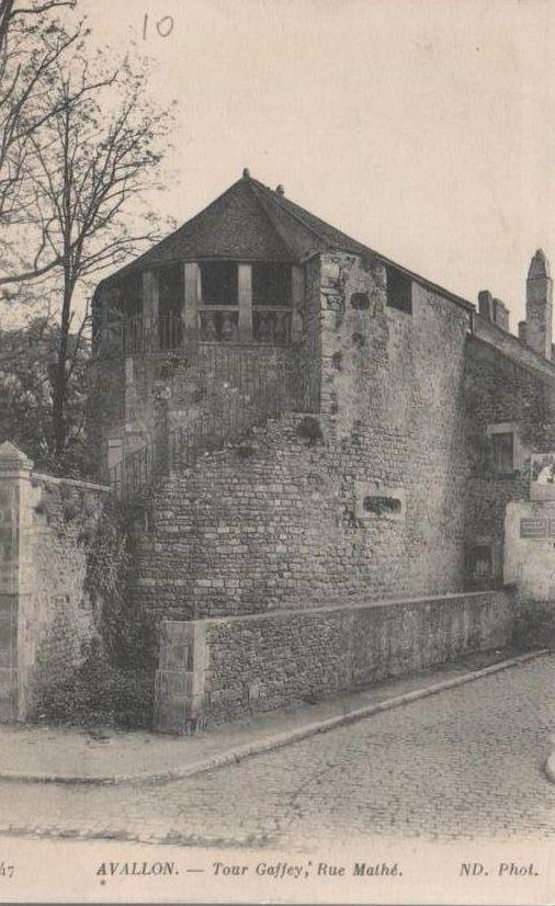 Avallon - Rue aux Moines, Rue de la Comédie, Rue de la Fontaine Neuve, Tour des Vaudois, Rue Maison-Dieu, Rue Mahé, Tour Gaffey, Rue Porte-Auxerroise - Avallon.