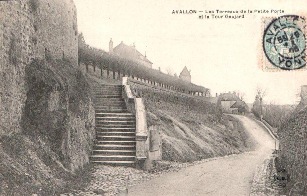 Avallon - Place des Odeberts, Promenades des Petits Terreaux Vauban, Promenades des Grands Terreaux Vauban, les terreaux de la petite Porte - Avallon.