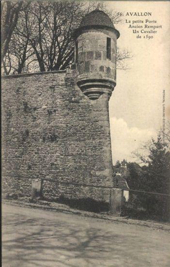 Avallon - Terrasse de la Petite Porte, Bastion de la Petite Porte, la Petite Porte - Avallon.