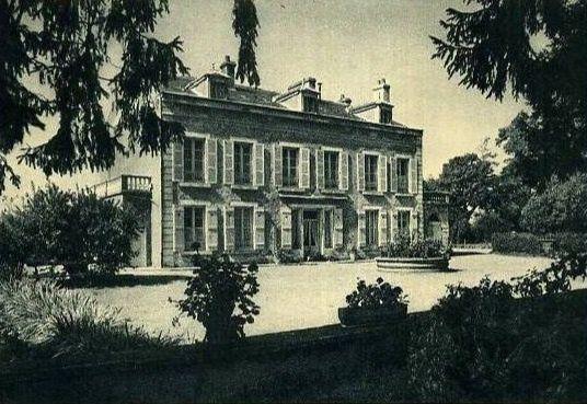 Avallon - Hôtel de la poste, Hôtel de l'escargot, Hôtel du Centre, Hôtel du Morvan, le relais Fleuri - Avallon.