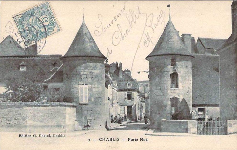 Chablis - Porte Noël, entrée de la ville, Rue Porte Noël et Place Lafayette ou Place de l'Hôtel de Ville - Chablis