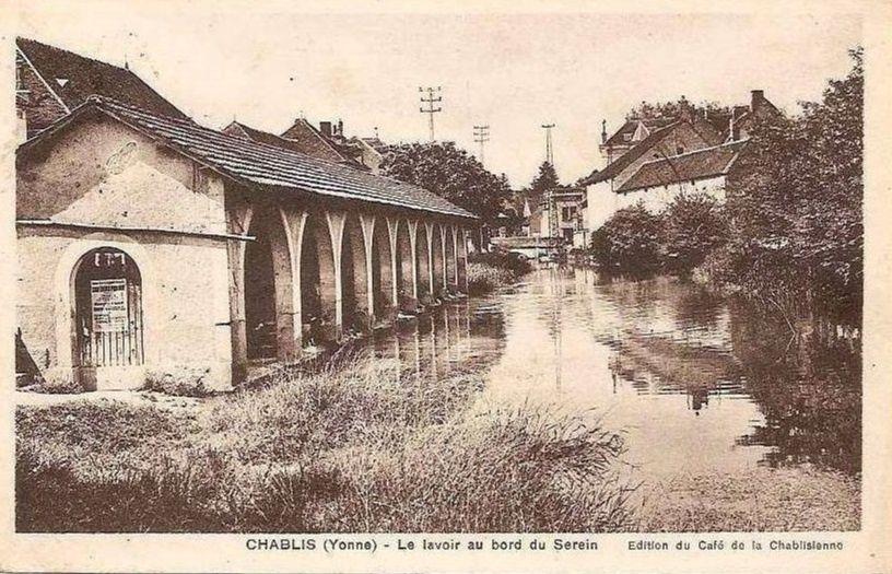 Chablis - Avenue de la Gare, la gare et le lavoir - Chablis.