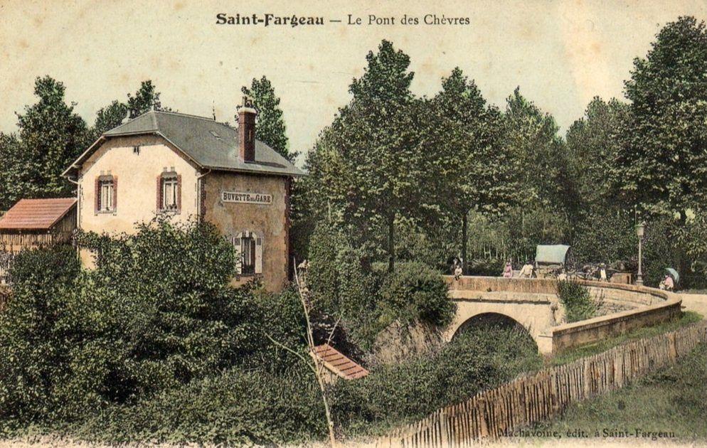 Saint-Fargeau - Avenue de la Gare, la buvette de la Gare, le Pont des Chèvres, la Croix-Marie, la Gare - Saint-Fargeau.