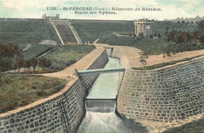 Saint-Fargeau - Réservoir de Bourdon, la digue, la galerie de fond et déversoir, la maison du garde, les roches - Saint-Fargeau.