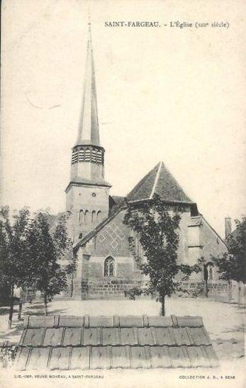 Saint-Fargeau - L'église du XIIIème siècle, façade, rosace, intérieur, abside et clocher de l'église - Saint-Fargeau.