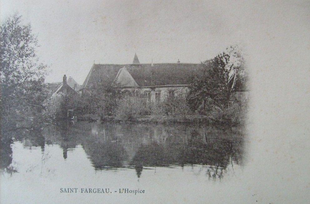 Saint-Fargeau - Monument aux Morts, Hospice, Lavoir, Château des Dalibeaux, La Bouteauderie, La Jeannetière,  Moulin à Tarn, Moulin Blanc, moulin Ragon - Saint-Fargeau