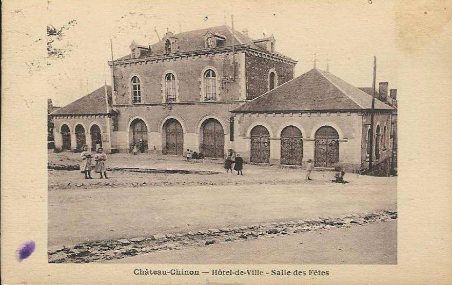 Château Chinon - Place Gudin, l'Hôtel de Ville, la salle des fêtes, l'Hôtel du Vieux Morvan - Château Chinon.