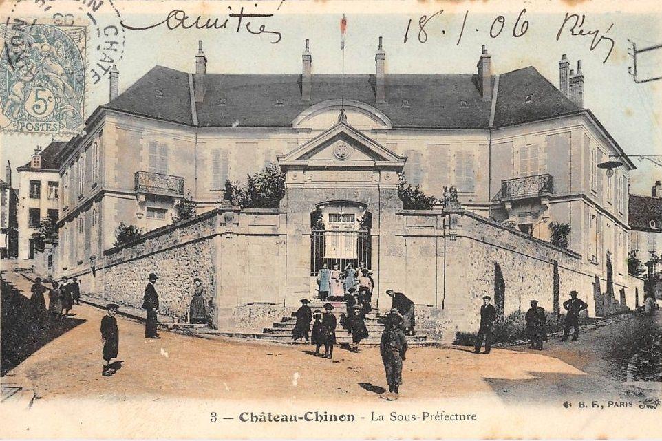 Château Chinon - L'école supérieure, La Sous-Préfecture - Château Chinon.