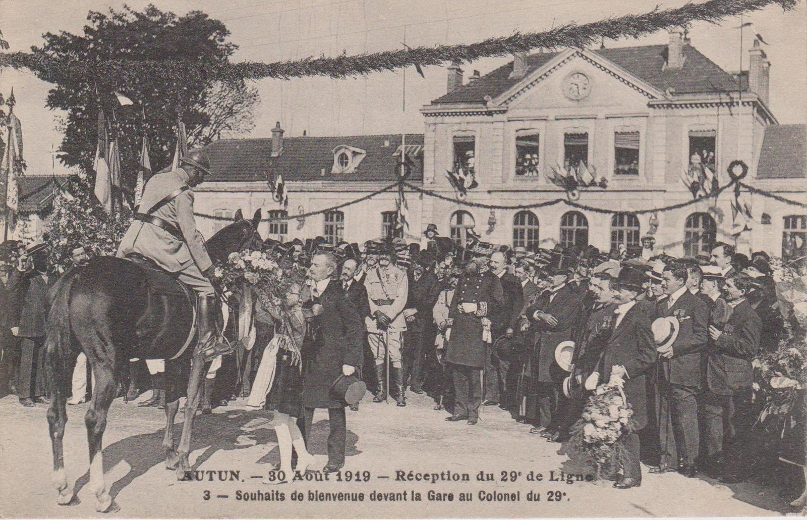 Avenue de la République et gare d'Autun - 71400 Autun.