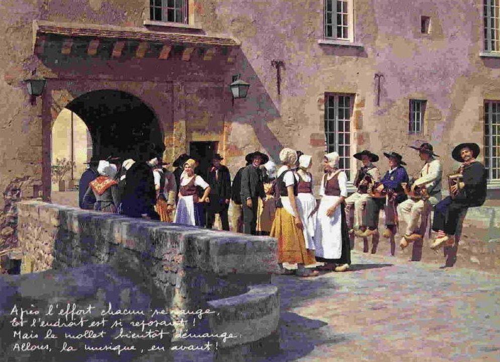 Château Chinon - Joueur de vielle, Noce Morvandelle, Fête Régionaliste de Château Chinon 1925, Scènes et costumes morvandiaux - Château Chinon.