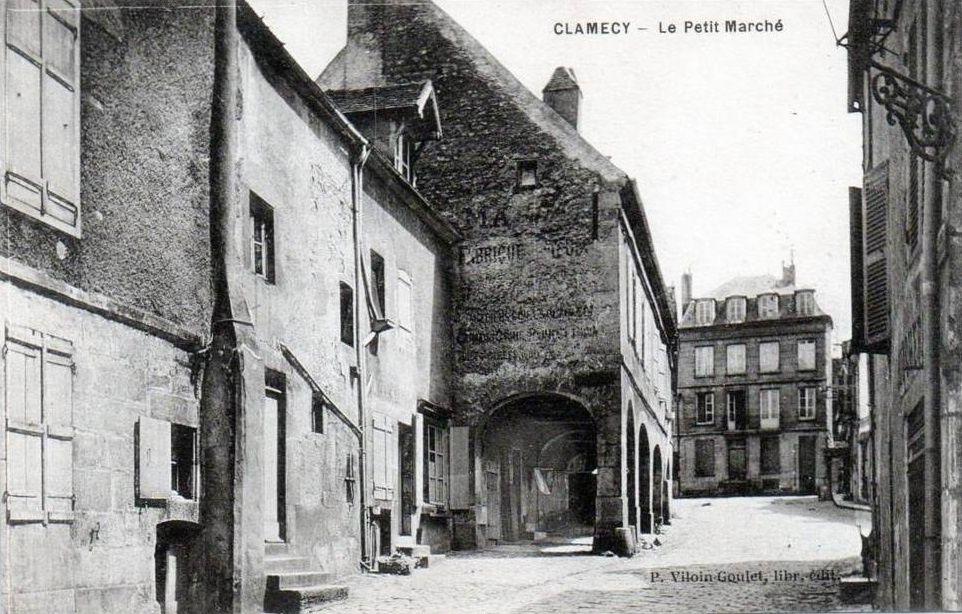 CLAMECY - La Place du Petit Marché, la rue du Petit Marché, Maison du XVIe siècle Place du petit Marché - CLAMECY