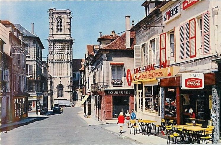 CLAMECY - Rue du Marché, Rue du Grand Marché, Place du Grand Marché - CLAMECY