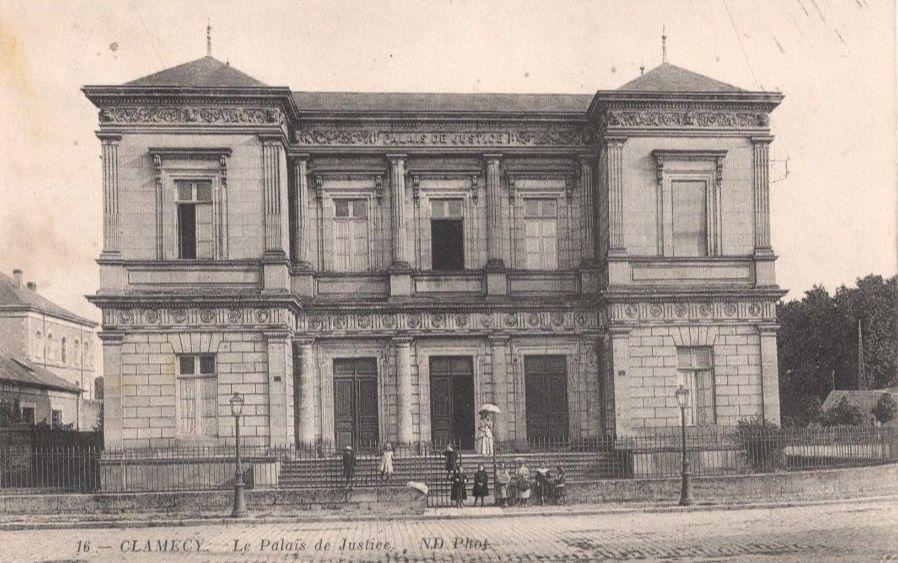 Clamecy - Palais de Justice, Place des Barrières, Hôtel de la Poste, Place Emile Zola - Clamecy.