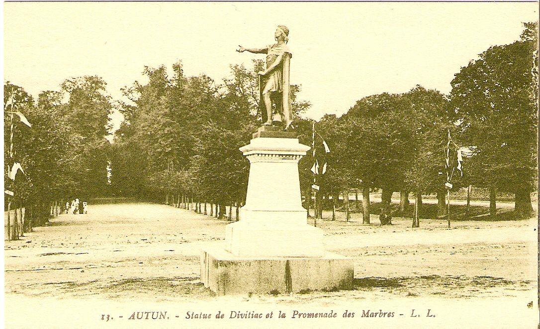 Statue de Divitiac et la Promenade des Marbres - 71400 Autun.