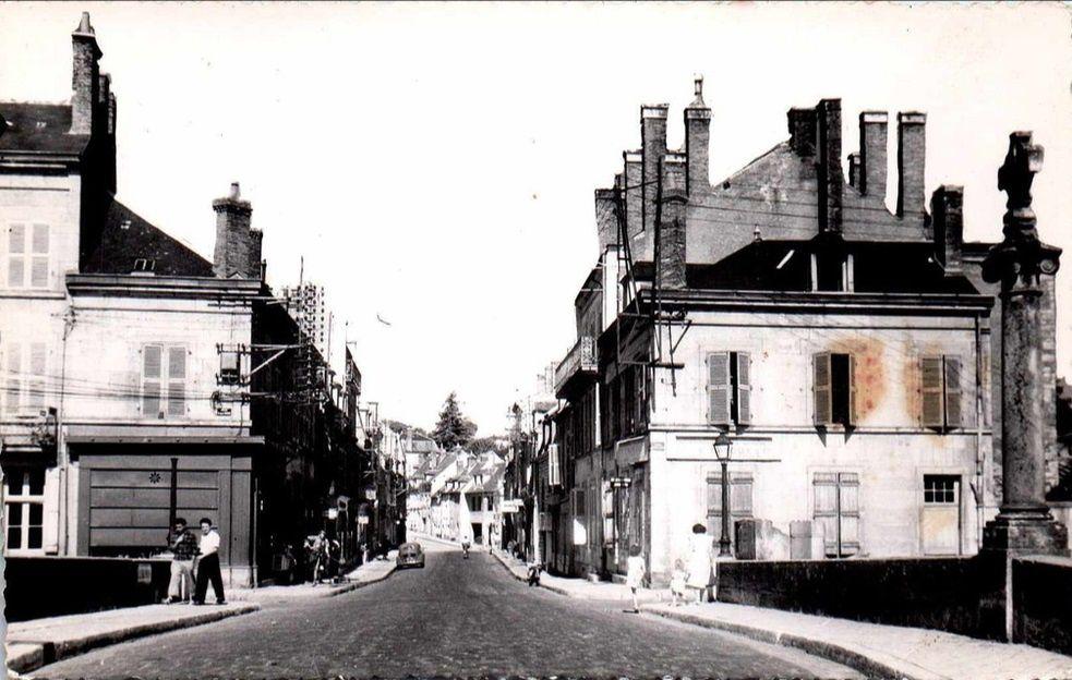 CLAMECY - Rue Président Wilson, Rue du Canal, Rue Bourgeoise et Rue de la Tour Lourdeau - CLAMECY