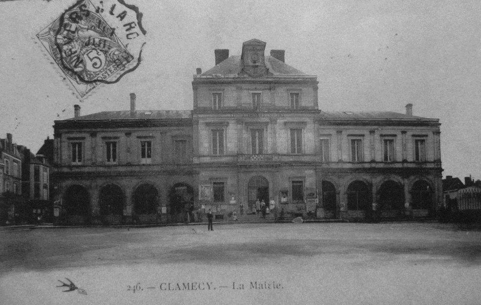 CLAMECY - Hôtel de Ville, Monument aux Morts - CLAMECY