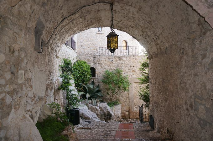 Passage d'Eze village