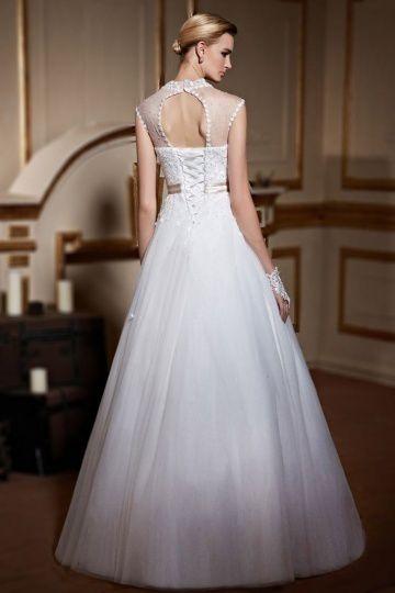 Corset sous la robe de mariée : garder ou jeter ?