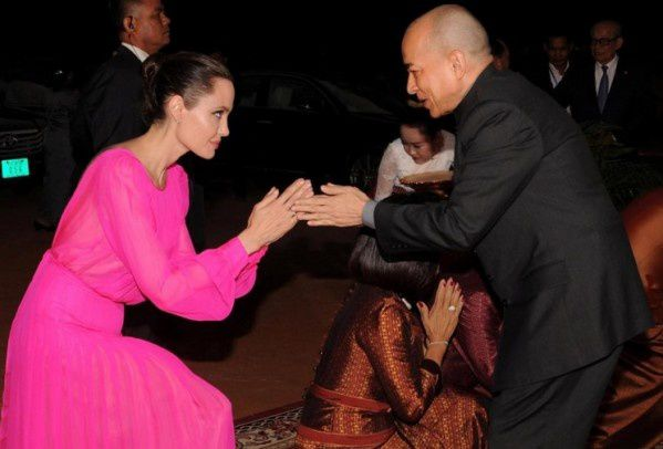 Sourire Angelina Jolie : photos de la visite au Cambodge