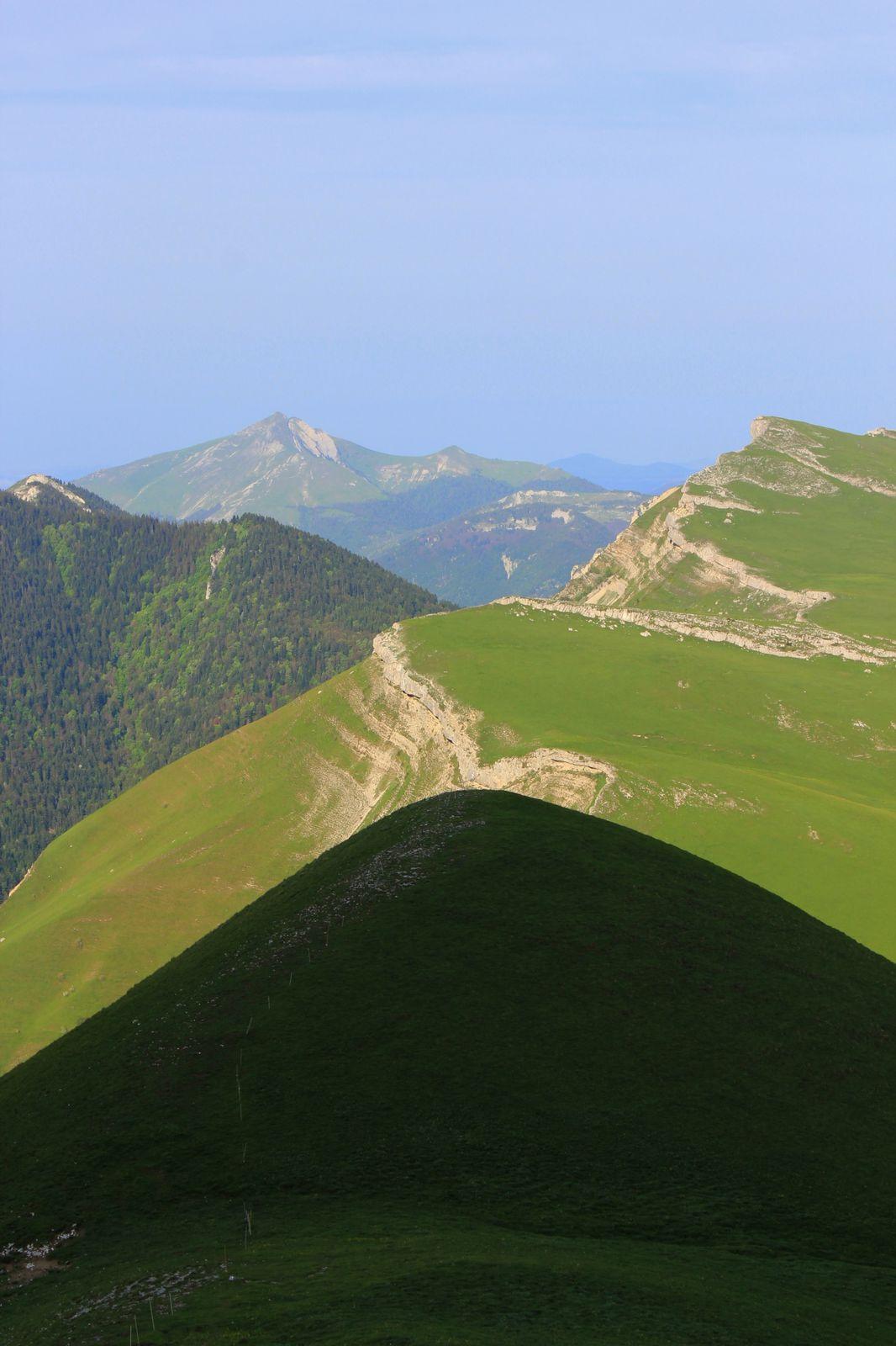 Jeux de lumière au dessus du Col des AURIAS, de la montagne de Paille à Toussière