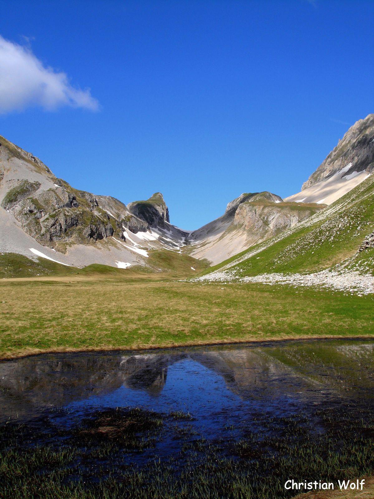 """""""Un plateau, un Col""""   le Vallon des Aiguilles versant Hautes Alpes"""