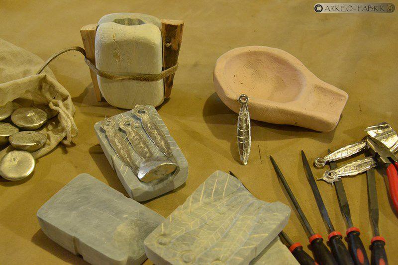 Matériel pour l'atelier coulée de métal (étain) en moules de pierre