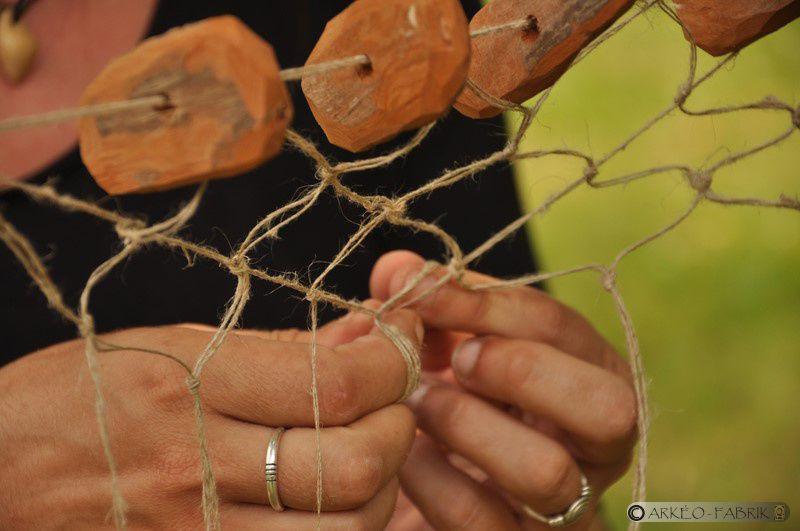 En Juillet -  Animations autour de la fabrication de filets de pêche néolithiques sur le site mégalithique de la Roche-aux-Fées à Essé (35)