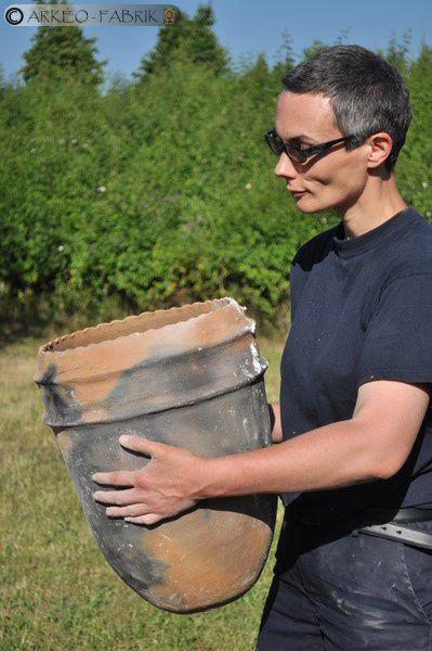 En Juin - Formation sur la fabrication de grandes jarres protohistoriques à l'Espace d'Aventures Archéologiques de Villejuif (94)