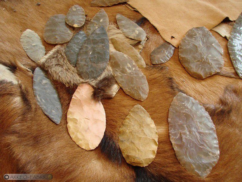Artisans de la Préhistoire & Préhistoriales au Grand-Pressigny : taille de silex, céramique et cuisson céramique, métallurgie du bronze et fabrication de colles préhistoriques