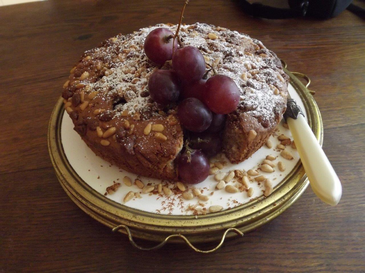Gâteau aux amandes, pignons, raisins et vin de Xerès