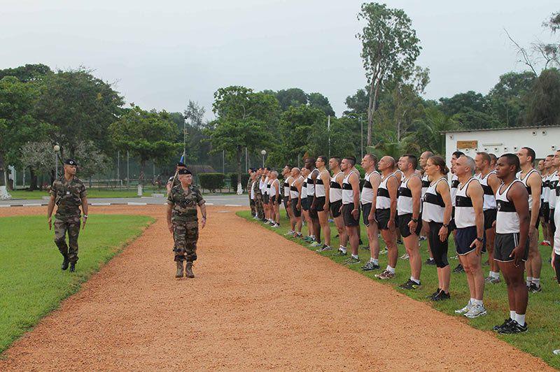 Côte d'Ivoire : visite du général de corps d'armée Servera (DRHAT) aux militaires de la Force Licorne