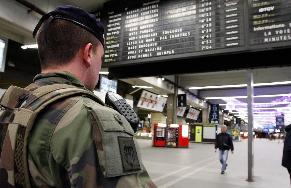 Attentat à Paris : renfort de l'effectif militaire déployé à Paris