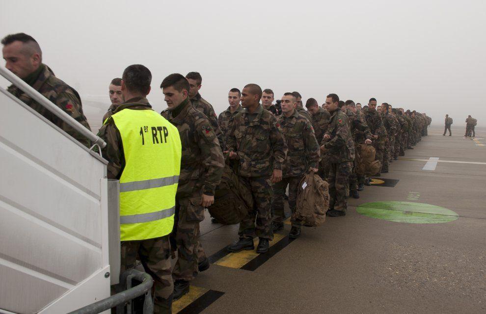 Attentat à Paris : renfort de l'effectif militaire déployé en Ile de France (actualisé)
