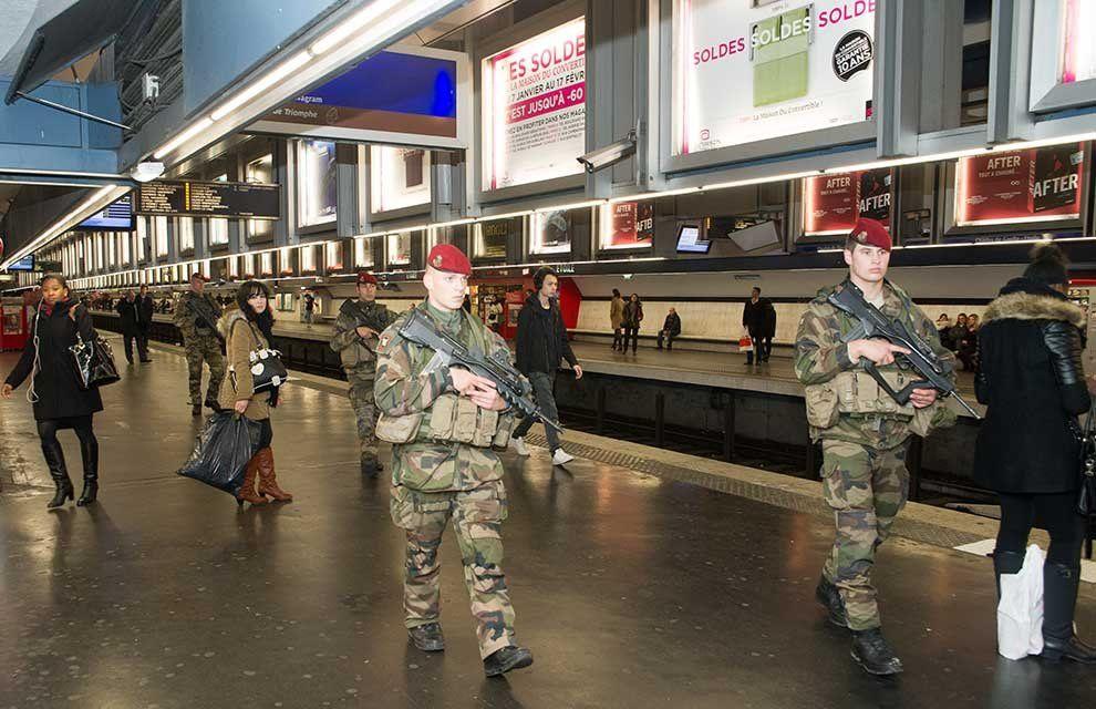 Vigipirate « Attentat »: 1 100 militaires désormais engagés en Ile de France (actualisé 10 jan.)