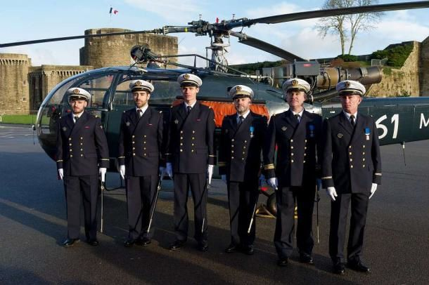 Aéronautique navale : trois nouveaux pilotes d'hélicoptères brevetés
