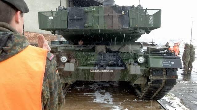 """Übung """"Grantiger Löwe"""" - Panzertransport mit der Bahn"""