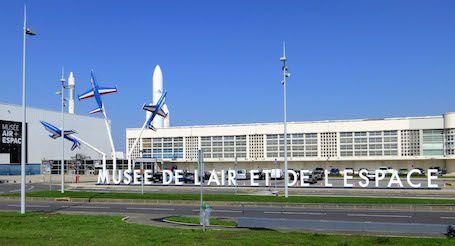 L'esplanade du musée de l'air et de l'espace de Paris-Le Bourget photo X. Deregel - MAE