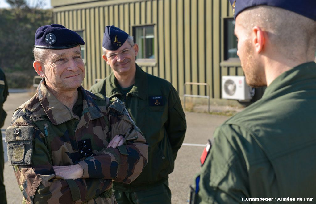 Visite du CEMA sur la base aérienne d'Orange