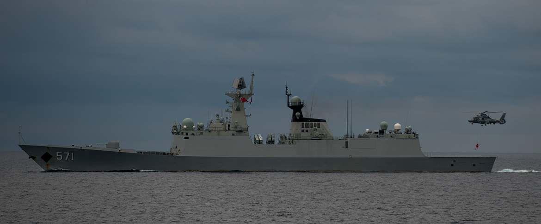 Treuillage du Panther de la 36F sur la frégate Yuncheng photo Marine nationale
