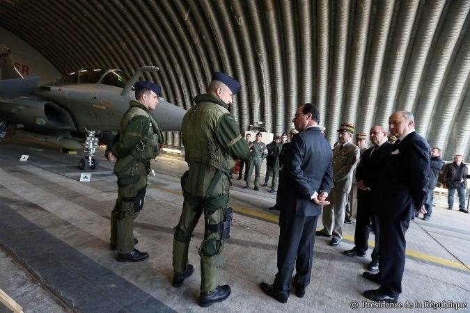 Visite de François Hollande et Jean-Yves Le Drian au sein des Forces aériennes stratégiques