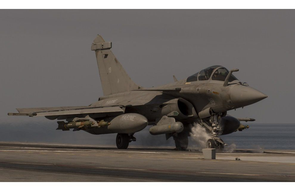 Anti-IS mission puts hardened French pilot on new flight path (25 Feb.)